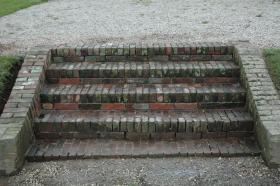 Tuinmuurtjes en trappen
