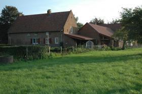 Reparatiemetselwerk carr� boerderij te Mesch.
